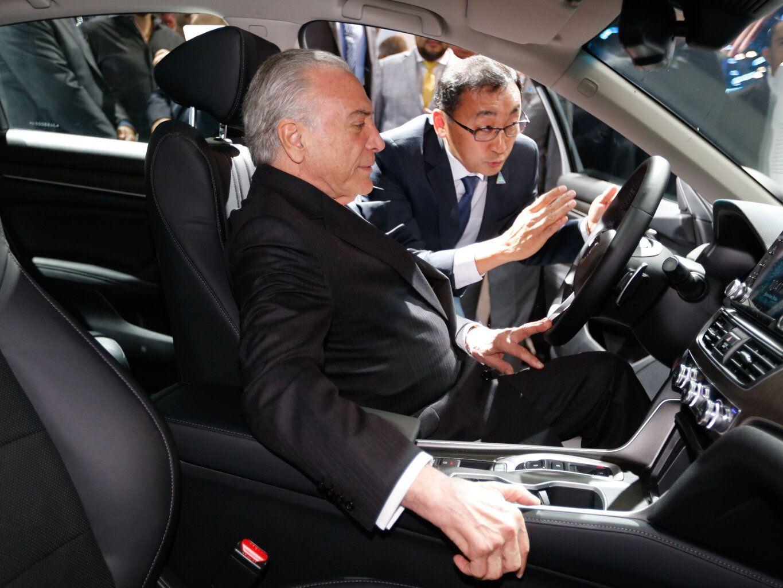 Presidente Michel Temer assina Rota 2030 no Salão do Automóvel
