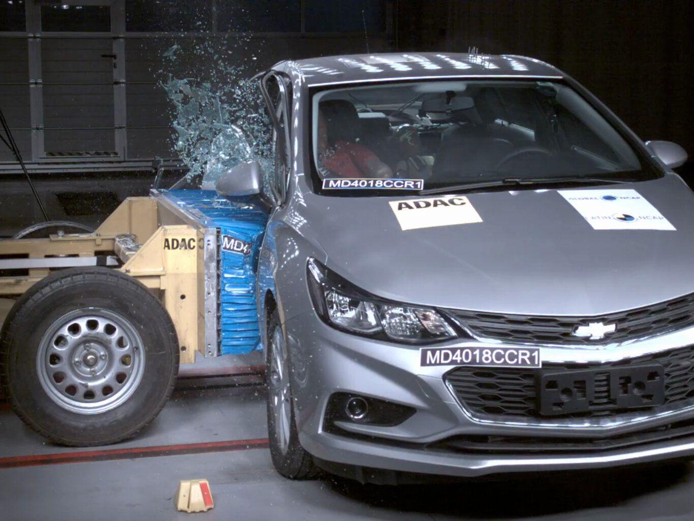 Chevrolet Cruze leva 4 estrelas no Latin NCAP