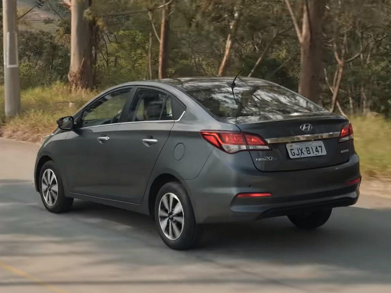 Foto da traseira do Hyundai HB20S Premium 1.6